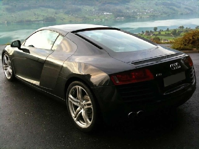 Audi R8 4.2lt V8 309KW