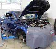 Audi TT Quattro 1.8lt 165KW bei mechanischer Werkstattarbeit