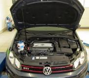 VW Golf 2.0lt TFSI 147KW Fahrzeug auf Leistungsprüfstand